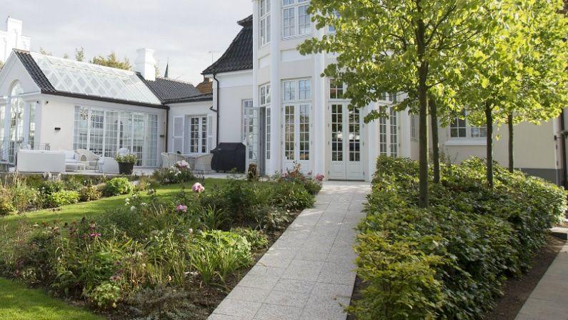 Ramper udjævner terrænet mellem hus og have